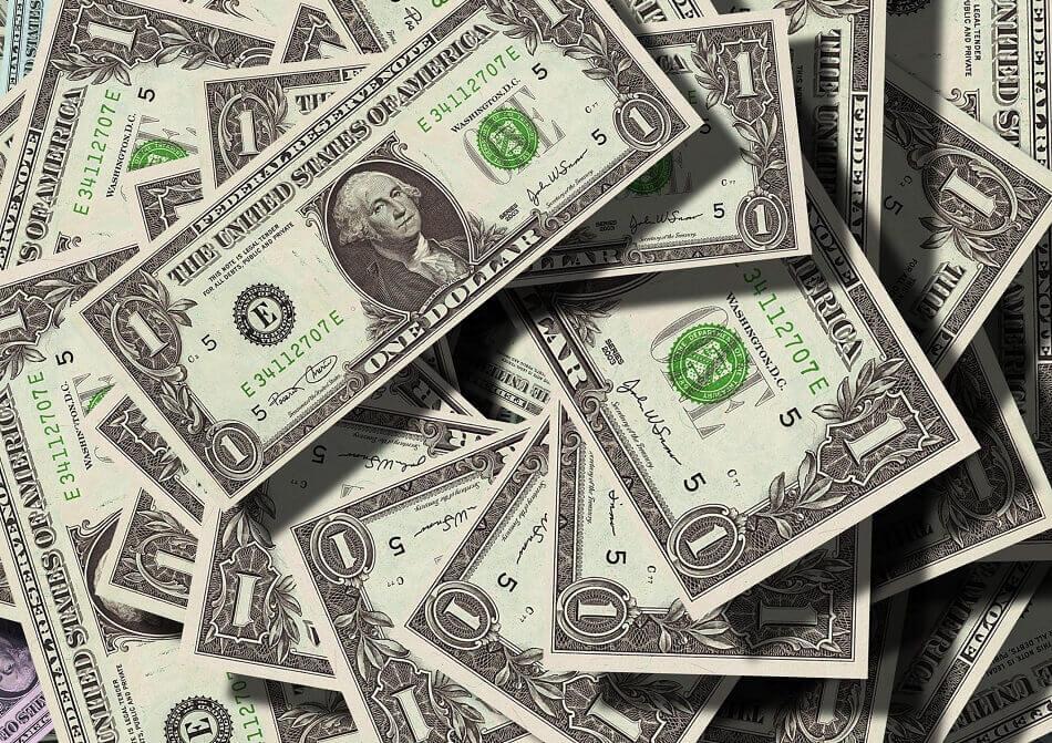 Penge og profit styrer sporten. Og du som fan betaler gildet. Foto: Pexels.com